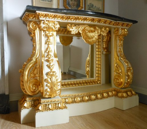 Console Salon table, following the William Kent manner.