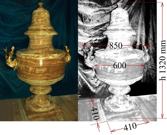 Grand scale Vase with lid, baroque style.